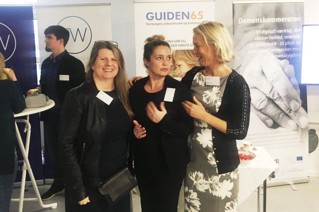 """GUIDEN65 offentliggøre """"DemensGUIDEN"""" som en del af den nye hjemmeside. På billedet ses i midten Maria Tønnersen fra DemensLiv der sammen med GUIDNE65s Sussi Bianco og Esther Davidsen har udviklet """"DemensGUIDEN"""""""